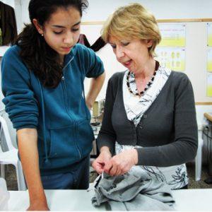 ללמוד תפירה ותדמיתנות אצל המקצוענים בבית הספר למקצועות התפירה של אילנה ברטל